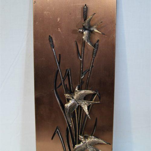 Plaque en cuivre avec décor oiseaux.