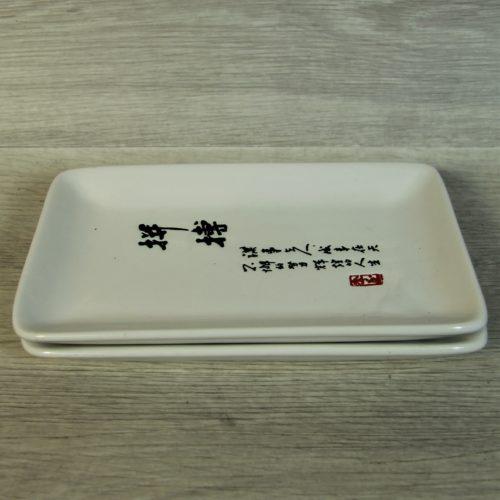 ASSIETTES À SUSHI JAPONAISE.